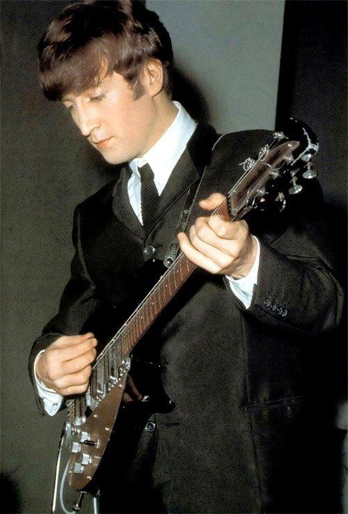 Jo0hn-Lennon-the-beatles-7095228-500-738