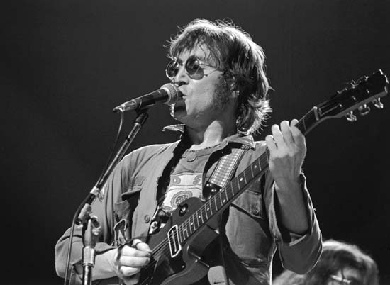 john-lennon-plays-come-together